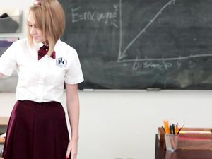 Creampie Leaks From The Tight Schoolgirl Pussy