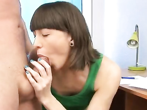 Teen With Short Brunette Hair Loves Her Boyfriend's Rod