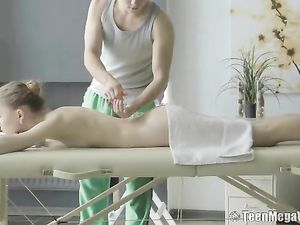 Skinny Beauty Blows Him On The Massage Table